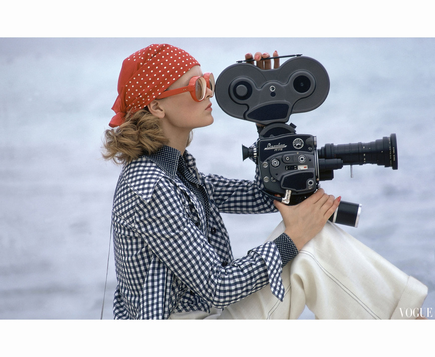 22focus-on-summer22-model-holding-a-movie-camera-filming-in-paradise-island-bahamas-c2a9-gianni-penati